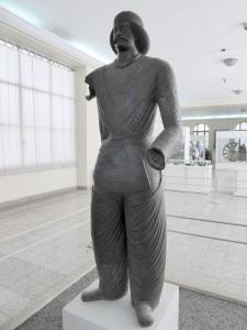 119. Teherán. Museo Arqueológico. Estatua en bronce de un noble parto. Shami, Izch, Khuzistán. 200 a. C.
