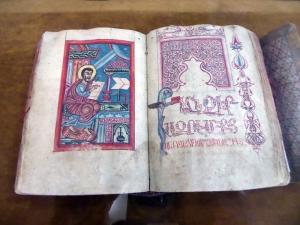 375. Isfahán. Catedral Vank. Museo. Evangelio. Escrito en Kesaria. 1303