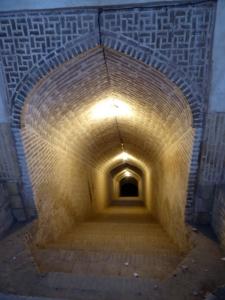 684. Yazd. Barrio antiguo. Acceso a un depósito subterráneo de agua