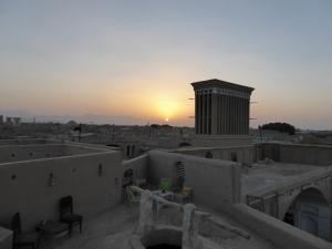 699. Yazd. Barrio antiguo desde una terraza. Puesta de sol