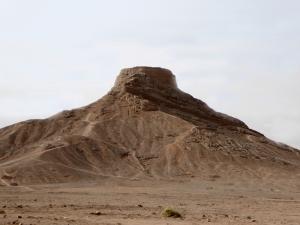 730. Yazd. Torres del Silencio