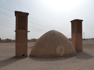733 Yazd. Torres del Silencio