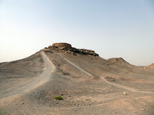 741. Yazd. Torres del Silencio