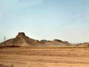 764. Yazd. Torres del Silencio