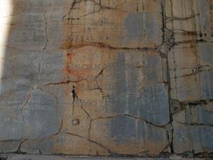 919. Persépolis. Puerta de Jerjes. Grafitos de los primeros turistas