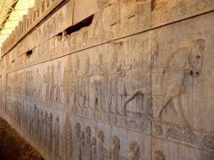 970. Persépolis. Relieves de la Apadana