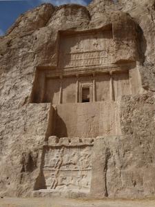 1026. Persépolis. Naqsh-e Rustam. Tumba de Darío I