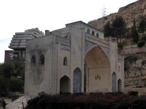 1051. Shyraz. Puerta Korán