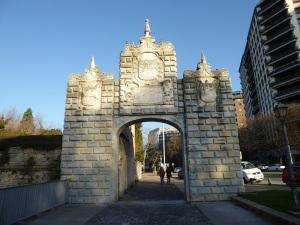 001. Pamplona. Portal de la Taconera