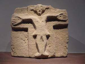 010. Pamplona. Museo de Navarra. Relieve prerrománico procedente de la ermita de San Miguel de Villatuerta 2. Último tercio del siglo X.