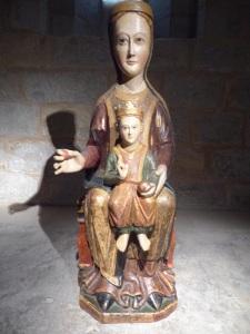 050. Pamplona. Catedral. Museo-Exposición. Virgen procedente del Santo Cristo de Cataláin (Garinoaín). Principios del XIII. 1