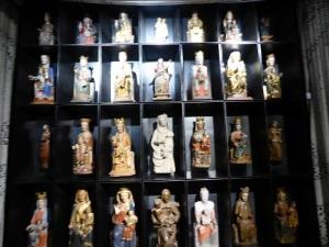 056. Pamplona. Museo-Exposición. Colección de Vírgenes