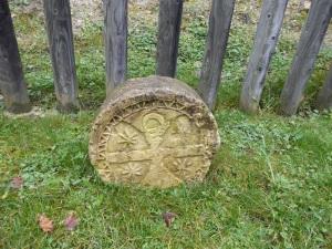 108. Monasterio de Irantzu. Estelas del antiguo cementerio