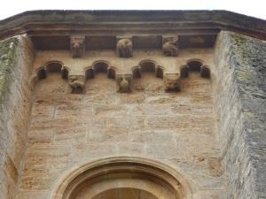 131. Monasterio de Irache. Ábside central. Canecillos