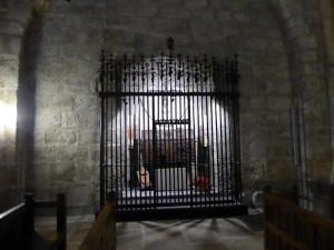 210. Monasterio de Leyre. Iglesia. Capilla con el arca con los restos de los primeros Reyes de Navarra