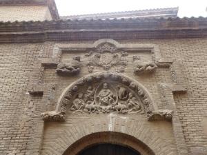 249. Tudela. San Nicolás. Portada con el tímpano y otros restos de la antigua portada románica