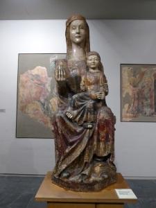 Virgen con Niño. Madera policromada. Siglo XIV