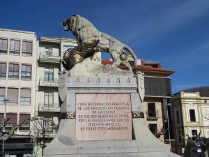 023. Astorga. Plaza de Santocildes. Monumento a los Sitios
