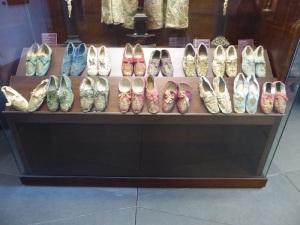 119. Mondoñedo. Museo cated. Colección de zapatillas episcopales