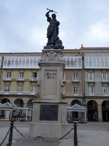 237. La Coruña. Plaza de María Pita. Monumento a María Pita
