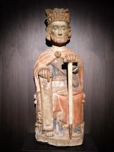 262. Santiago de Compostela. Museo catedral. Santiago sedente y coronado. Mediados del XIII