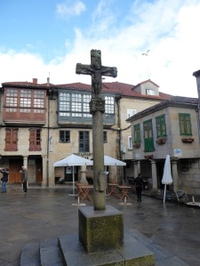 402. Pontevedra. Plaza de la Leña. Cruceiro