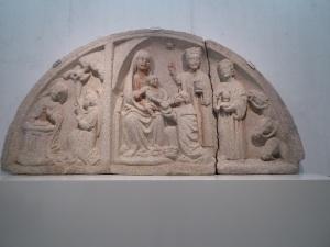409a. Tímpano con la Anunciación y la Epifanía. Hacia 1480. Procede de Santa María de Vigo (Pontevedra)