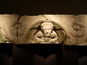Fragmento de cornisa fachada occ. de la catedral 3. Maestro Mateo. Hacia 1200