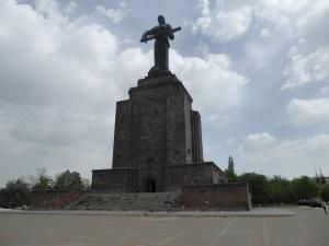 020. Ereván. Parque de la Victoria. Madre Armenia