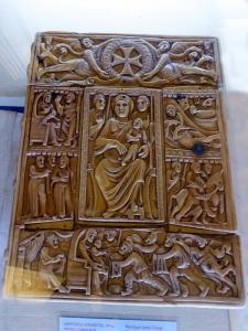 045. Ereván. Matenadarán. Evangelio de Echmiadzin. Tapas de márfil Siglo VI