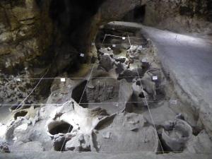 1051. Excavaciones cueva Areni-1