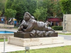 111. Ereván. La Cascada. Escultura de Botero