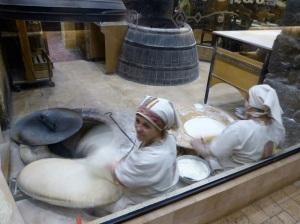 144. Ereván. Cena. Haciendo el pan(lavash)