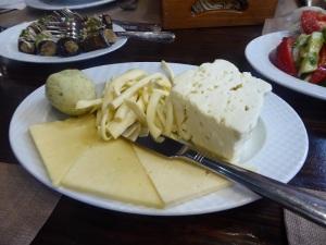 146. Ereván. Cena. Quesos