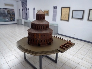 202. Templo de Zvartnots. Museo. Maqueta de cómo pudo ser