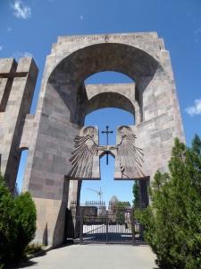 226. Echmiadzin. Entrada al recinto de la catedral