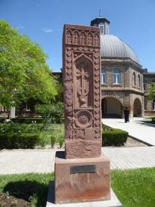 236. Echmiadzin. Recinto de la catedral. Khachkar
