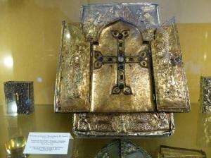 250. Echmiadzin. Catedral. Museo. Relicario con fragmento de la Santa Cruz