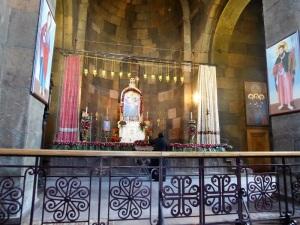 269. Echmiadzin. Santa Gayané. Interior. Presbiterio. Una de las dos únicas monjas armenias