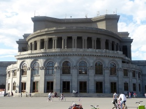 298. Ereván. Plaza de Francia. La Ópera