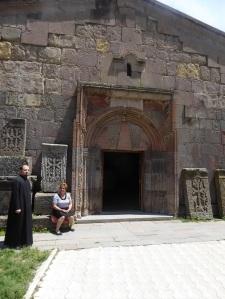 381. Monasterio de Goshavank. Acceso al gavit de Santa Madre de Dios