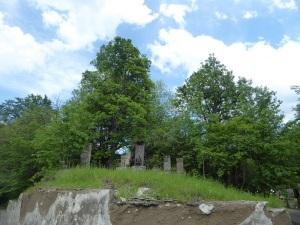 437. Subida al monasterio de Haghartsin. Khachkars