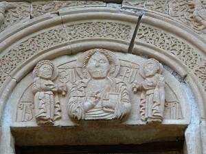 998. Monasterio de Novarank. Santa Madre de Dios. Portal superior. Tímpano