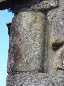 Fragmento columna en ángulo sudeste