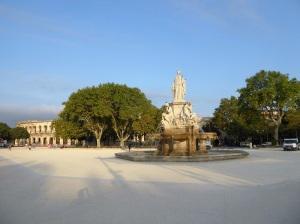 023-nimes-explanada-ch-de-gaulle-y-fontaine-pradier