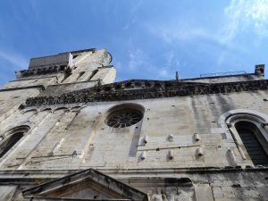 084-nimes-catedral-friso