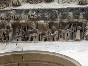 085-nimes-catedral-friso-detalle