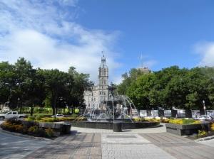 237. Quebec. Fuente de Tourny y Parlamento
