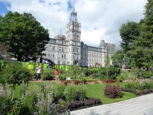 240. Quebec. Jardín ecológico frente al Parlamento