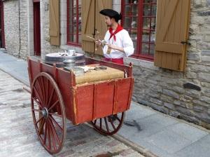 260. Quebec. Artesano realizando pipas junto a Plaza Real
